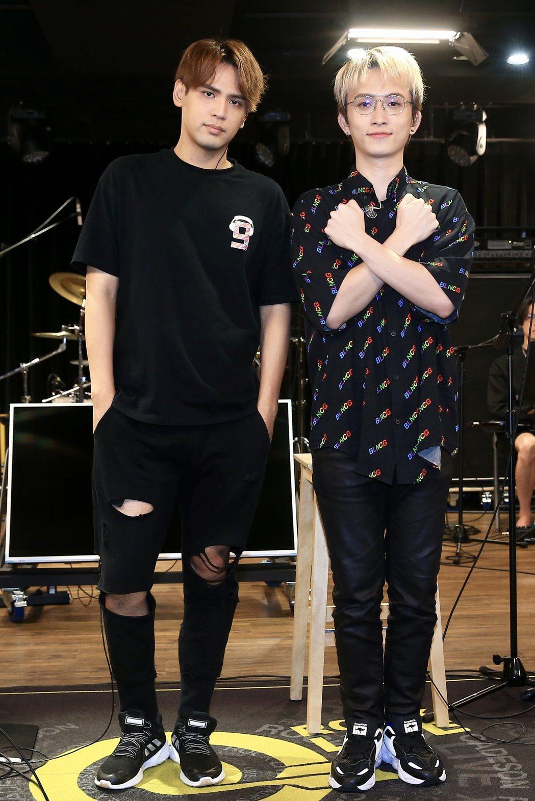 陳零九(左)、邱鋒澤被粉絲稱為「九澤CP」。記者林伯東/攝影
