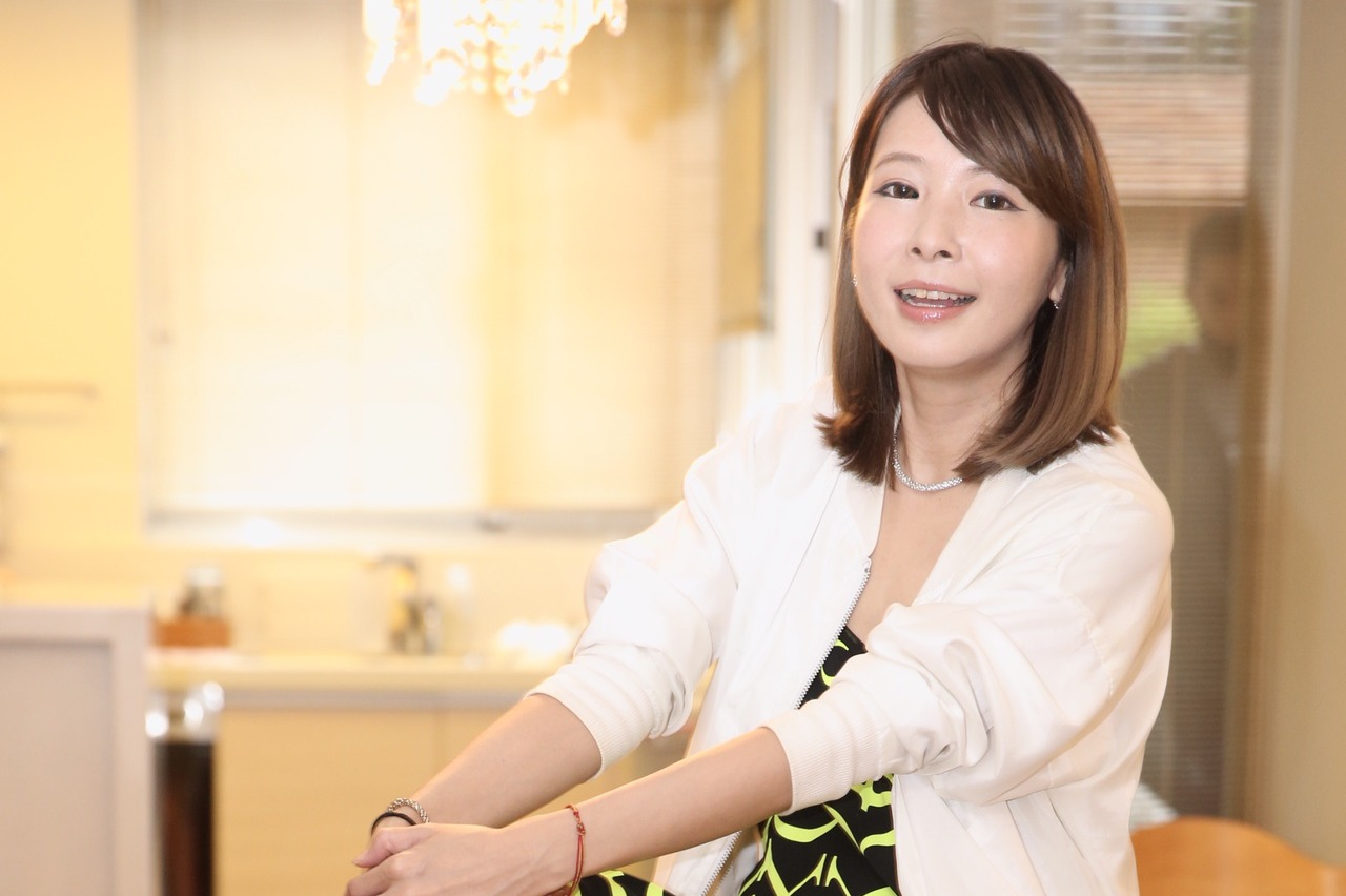 Makiyo最近因搬家整理出不少二手衣物,積極靠直播出清販售。而她接受「三立新聞網」專訪時透露,未來工作重心將轉往電商,並提到「我一直都不想當藝人,賣衣服才是我的本性」。Makiyo表示,這兩周直播...