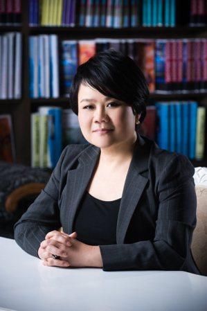 台灣女董事協會理事長蔡玉玲表示,為了培育女性領導力,籌設「女董學院」,並開啟世代...