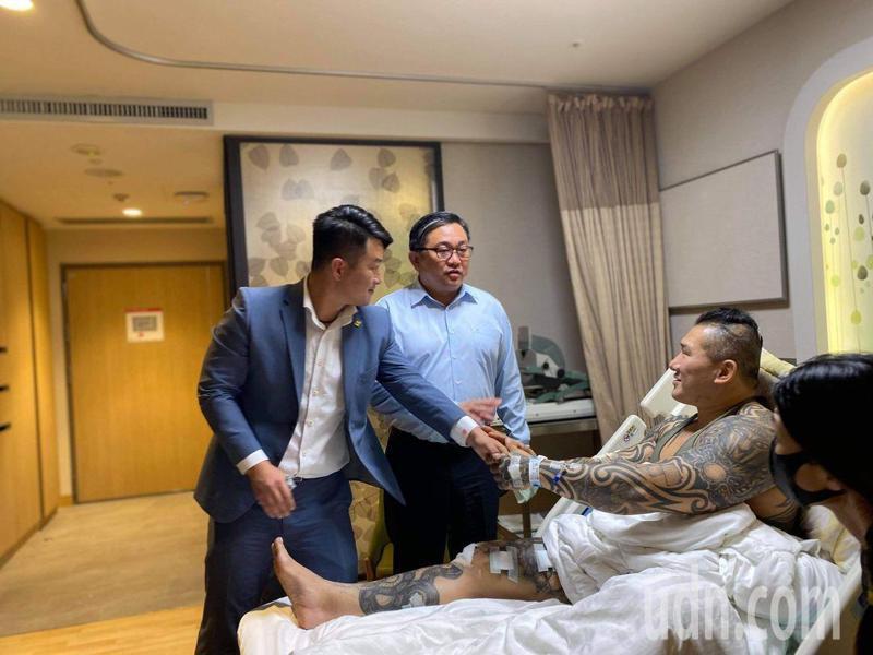 立法委員陳柏惟(左)前往探視「館長」陳之漢,並在臉書上發文。圖/取自陳柏惟臉書