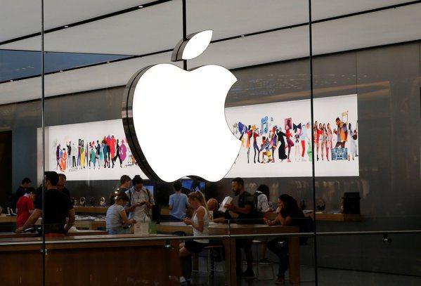 業界傳出,蘋果第一款採用自家處理器Apple Silicon的MacBook即將在年底上市,有望成為史上最便宜的MacBook。(路透)