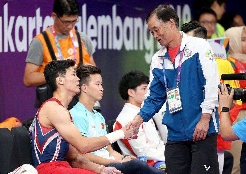 日籍教頭浜田貞雄(右)日前請假返日,表明不再來台擔任男子體操隊教練。圖/聯合報系資料照片