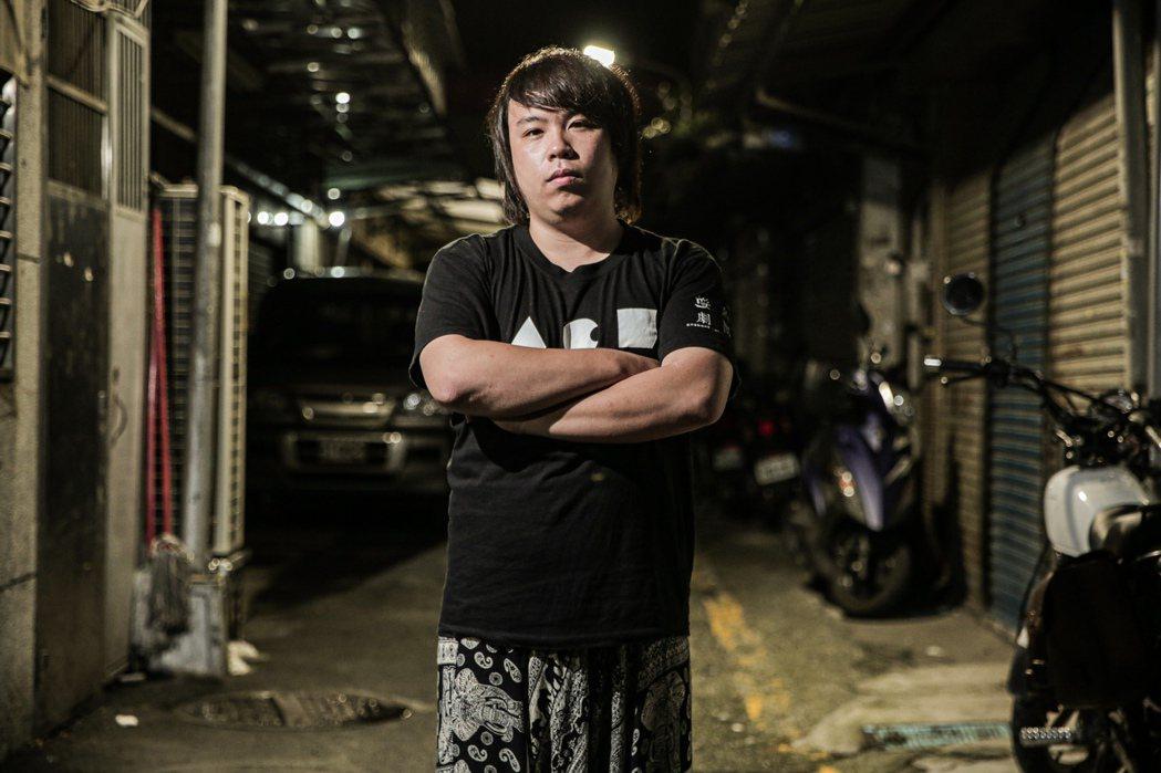 逆風劇團於2015年由三個十八、十九歲的大男孩所創立,成瑋盛、陳韋志和蝌蚪邱奕醇...
