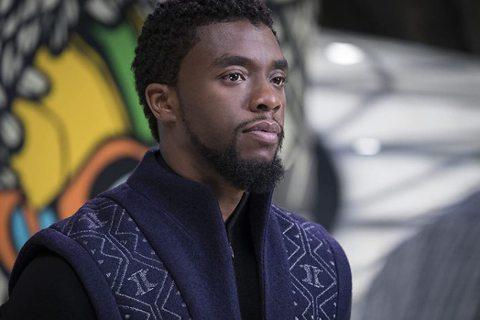 漫威超級英雄電影「黑豹」(Black Panther)主角查德威克鮑斯曼(Chadwick Boseman)29日驚傳癌逝,享年43歲,消息震驚全球粉絲。但日前卻傳出有藝人藉著查德威克的死訊來拉保險...