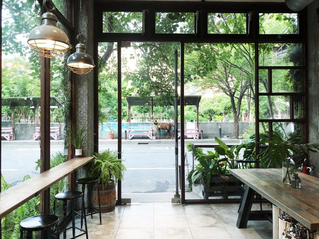 如何透過咖啡館講故事,並且講員林的故事,是老闆林阿雅一直以來的想望。 圖/林凱洛...