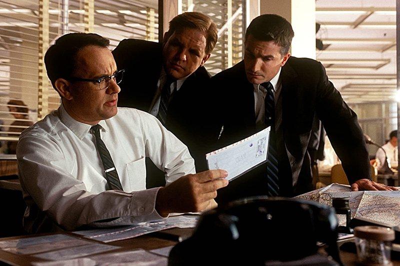 《神鬼交鋒》(Catch Me If You Can, 2002)裡的警探,也可以說是父親形象的變體。 圖/IMDb