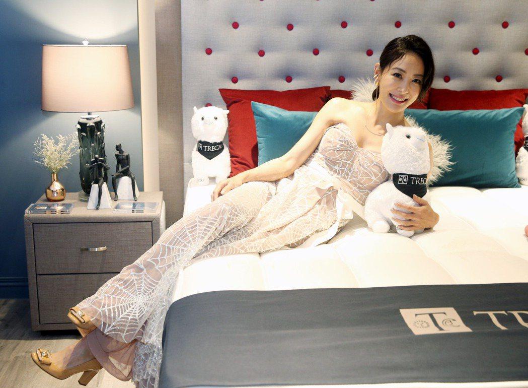 賈永婕出席寢具開幕酒會,分享守護家人的舒眠理念。記者邱德祥/攝影