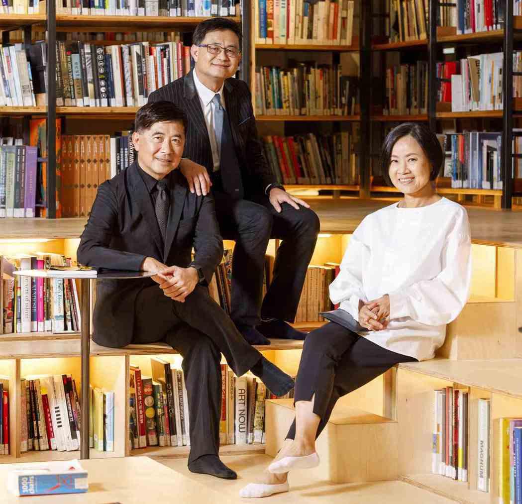 台灣設計研究院首任院長張基義(左)。 大會/提供