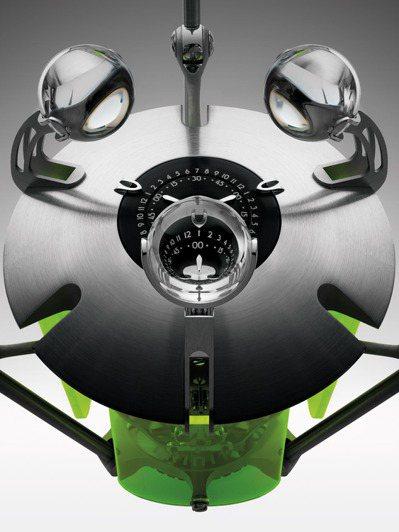 MB&F與L'Epée 1839合作的「Trinity」座鐘,可從三個具放大效果...