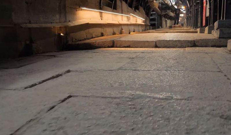 這條石板路,很可能是耶穌走過的朝聖路。(photo by 網路截圖)