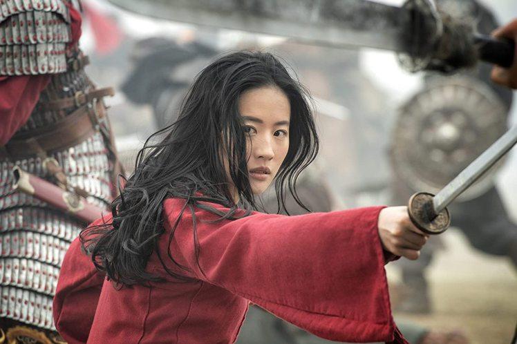 「花木蘭」突顯女性的英勇神采。圖/摘自imdb