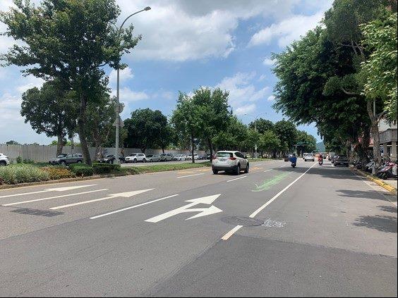 北市文林北路長期經車輛及公車輾壓,導致道路不平、路面龜裂情況嚴重。圖/北市新工處提供
