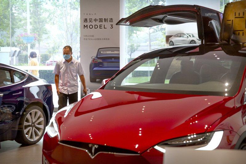 特斯拉希望在全球打造自動化工廠,圖為展示中心。(美聯社)