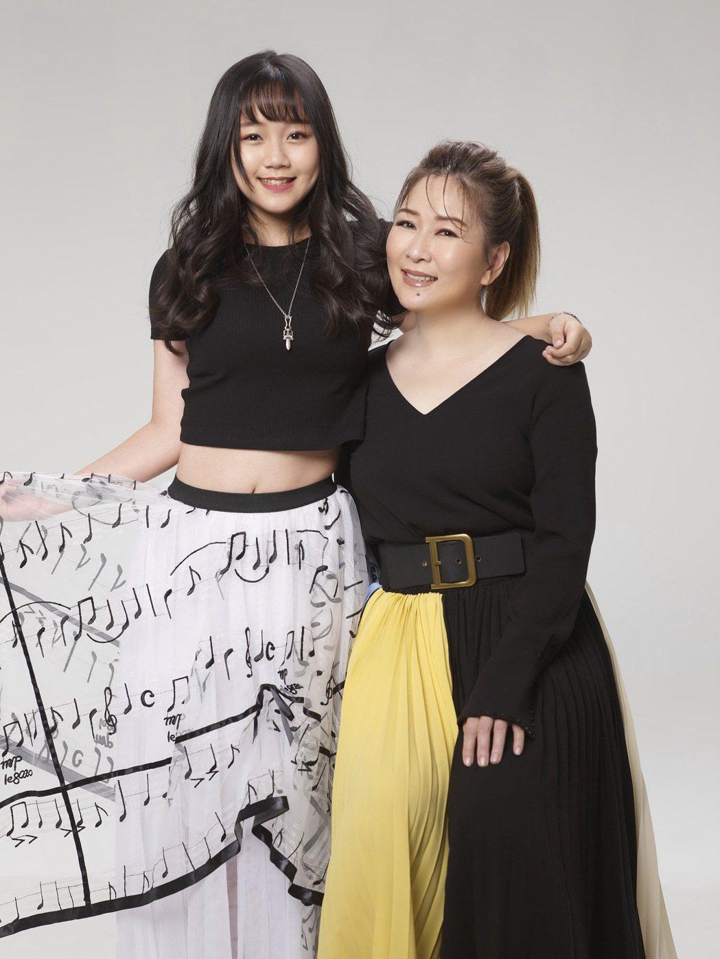 17歲女兒林莉(左)懷抱星夢,張秀卿要她靠自己努力。圖/豪記唱片提供