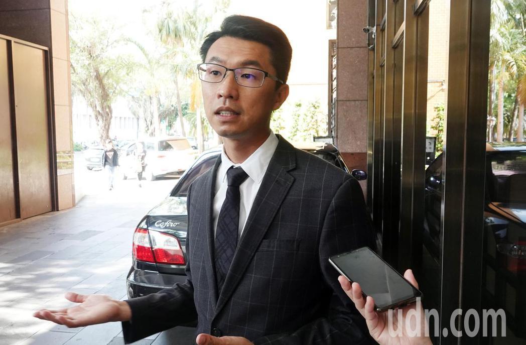 鴻凱娛樂委任律師劉韋廷表示,以目前的情況看來,若陳致遠夫婦有收入卻不願意給經紀公...