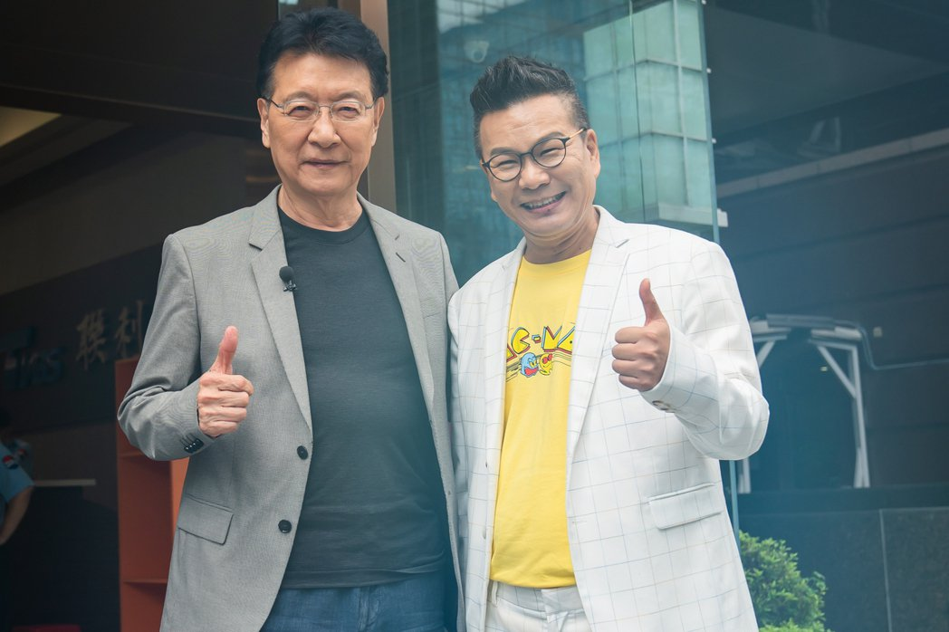 TVBS 「11點熱吵店」主持人沈玉琳(右)邀趙少康一同錄宣傳片。圖/TVBS提