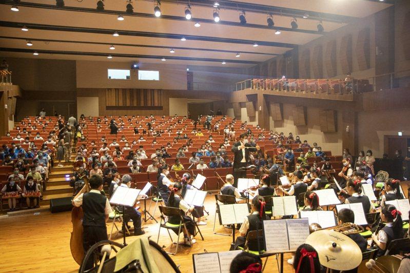 新北市三重區碧華國小校舍整建後,有國際賽事水準的音樂廳,可提供新北各學校使用。記者王敏旭/攝影
