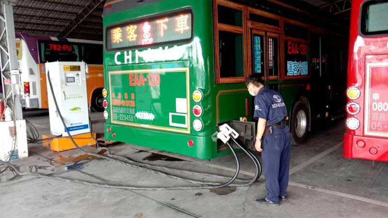 嘉義市電動公車使用快充系統,約20分鐘就能充飽電。記者李承穎/攝影
