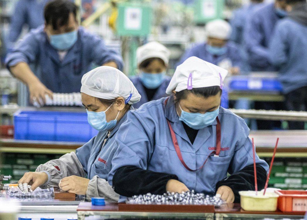 美國、歐元區及亞洲製造業,持續擺脫新冠肺炎疫情帶來的景氣低迷衝擊。 (歐新社)