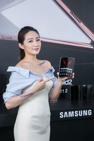 三星新一代折疊手機Galaxy Z Fold2。  台灣三星/提供