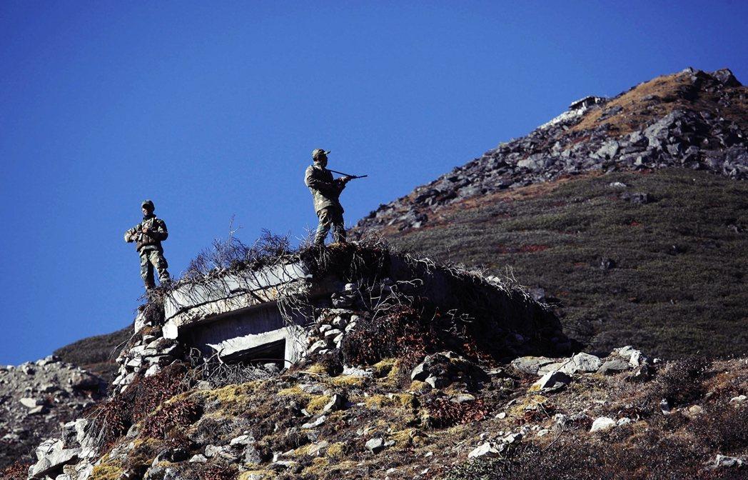 目前印中兩國對交手部隊與傷亡戰損的規模,皆下達了封口令。圖為中印邊境戍守的印度士...