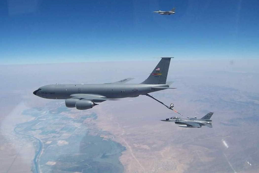 美國在台協會(AIT)於8月底主動公布台美空軍的聯合訓練計畫,並貼出美國為台灣空軍進行空中加油的照片。 圖/取自AIT臉書