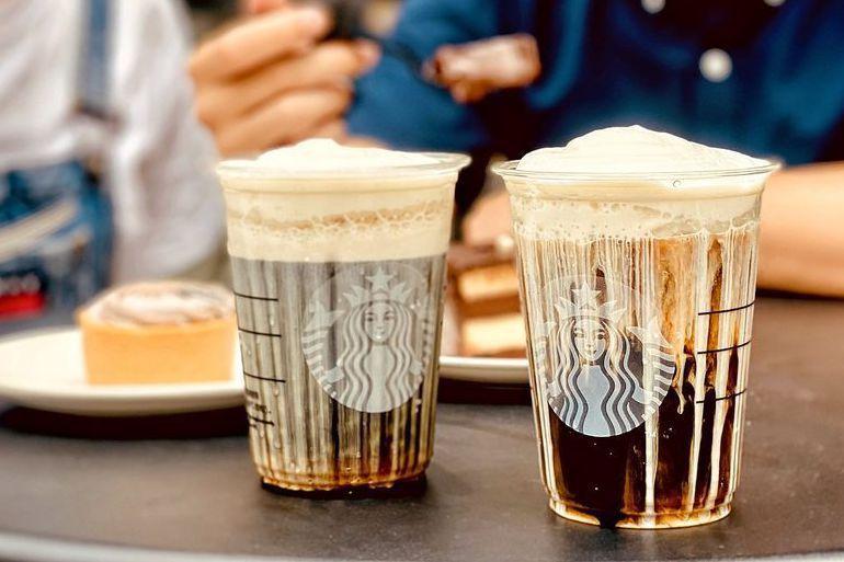 「黑咖啡好友分享日」不包含罐裝飲料、典藏系列咖啡、手沖、虹吸式咖啡及含酒精飲料,亦不適用加價升級與額外添加燕麥奶客製化收費項目。圖/擷取自 星巴克咖啡同好會(Starbucks Coffee)