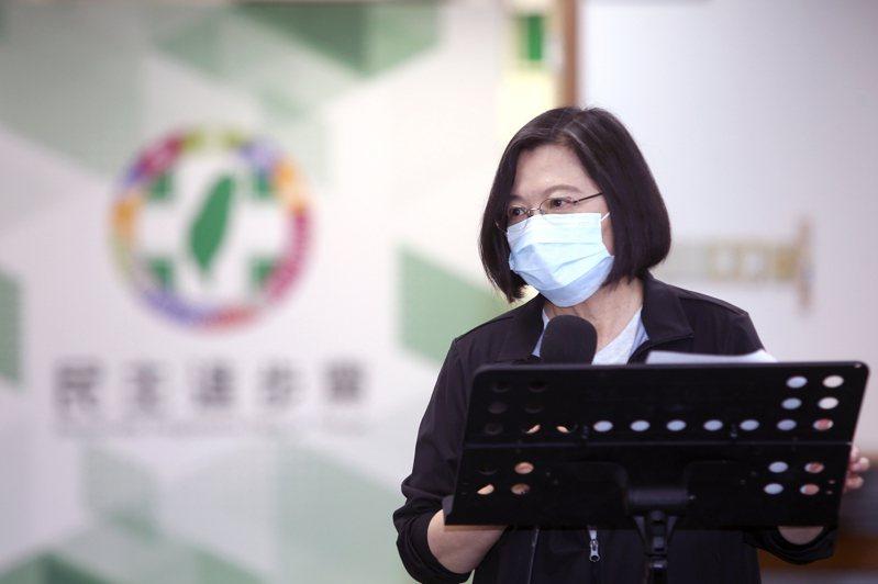蔡英文總統今天在民進黨主持中常會時,感謝民進黨公職一起與她走過許多困難的時刻,她也說明,南韓當時與美國簽署自由貿易協定(FTA)之前,也面對民眾上街遊行,但當時的南韓政府有撐住壓力,現在南韓已經超越台灣很多,也已經與國際接軌。記者蘇健忠/攝影