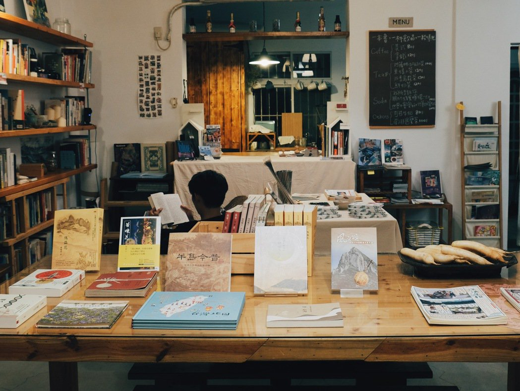 書屋散發一種靜謐而溫馨的氛圍,舒服得令人忍不住久待。 圖/黃銘彰攝影