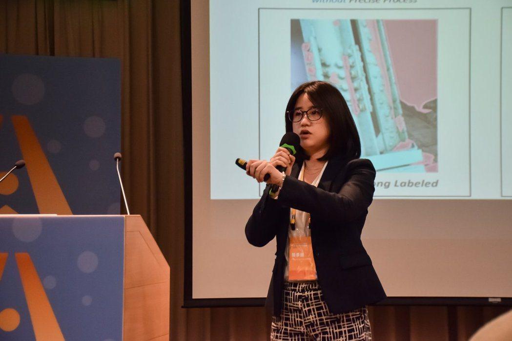 簡季婕到人工智慧學校擔任講者(來源:若水 Flow 粉絲專頁)