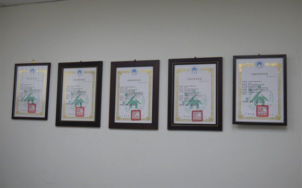 台達玻璃棉取得多項綠建材標章認證。宋依靜/攝影。