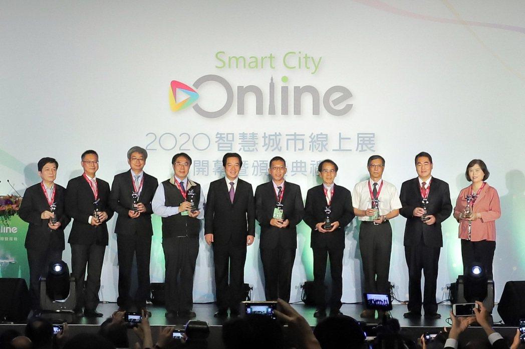 副總統賴清德頒發第七屆的智慧城市創新應用獎。 彭子豪/攝影