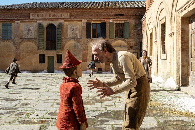 奧斯卡影帝羅貝托貝尼尼(Roberto Benigni)在片中飾演創造「皮諾丘」...