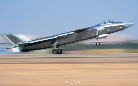印媒稱,中國空軍已在具領土爭議的「拉達克地區」部署殲20戰機。(取材自空軍發布)