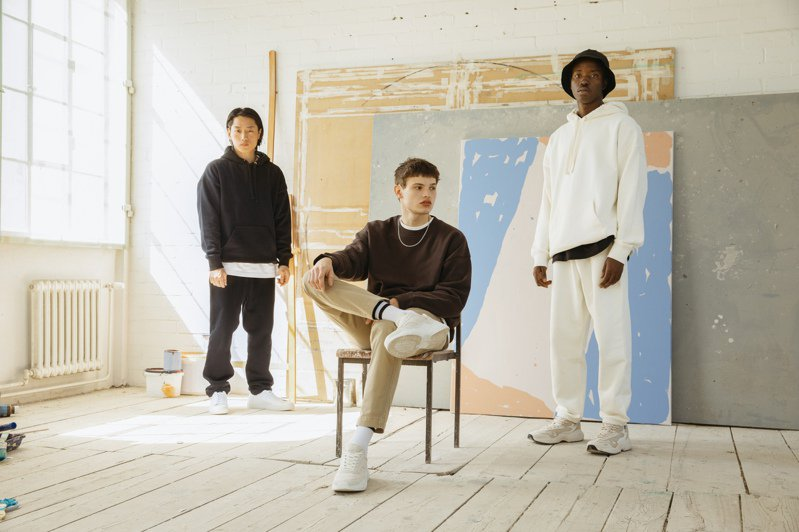 H&M反應了市場需求,首度推出Blank Staples系列男裝,融入街頭元素,讓整體風格變潮!圖/H&M提供