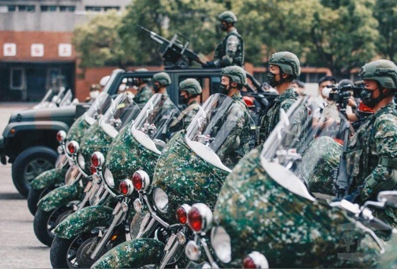 蔡英文致詞時,特別提及多位受獎官兵事蹟,包括負責中樞衛戍任務的憲兵202指揮部快速反應連。圖/國防部提供