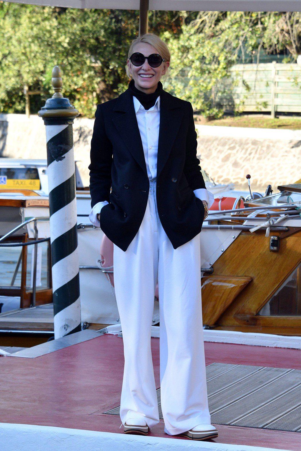 凱特布蘭琪抵達威尼斯影展會場麗都島。圖/達志影像