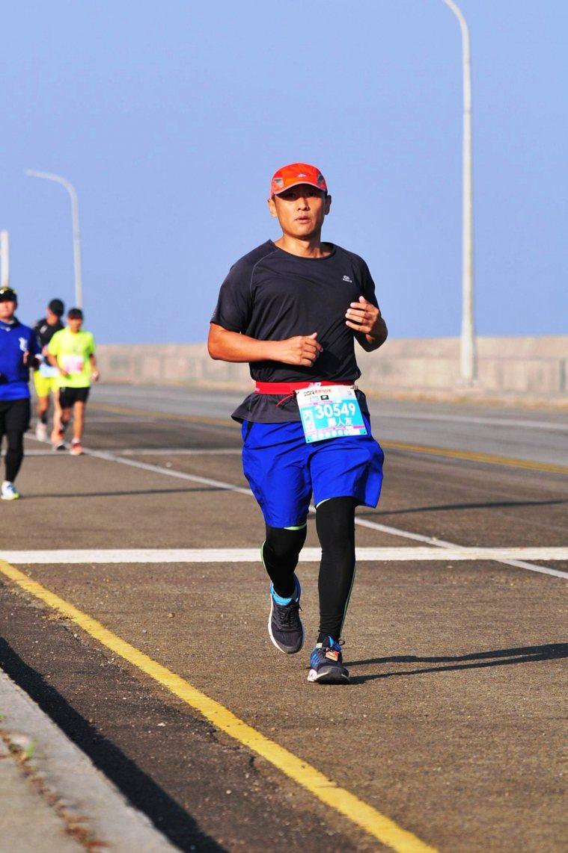 國人運動路跑風氣正盛,醫生天熱休閒跑步若水分補充不足,容易引發橫紋肌溶解症就醫。...