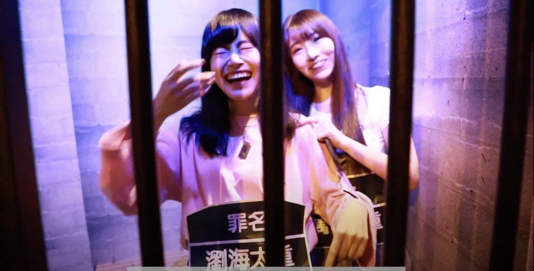 周佳郁(左)、藤井麻由被嚇到不斷尖叫。圖/好言娛樂提供