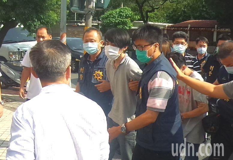 羅育祥昨被捕押返高雄查辦。記者林保光/攝影