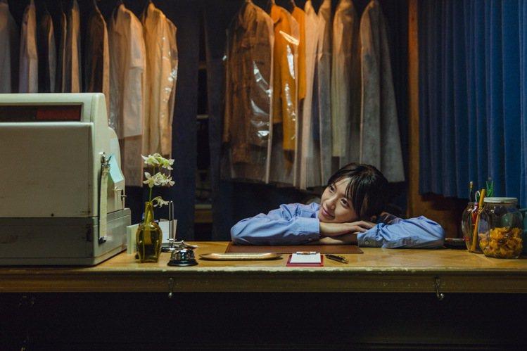 曾演出《東京白日夢女》、《每天回家老婆都在裝死》的榮倉奈奈,主演TOD'S微電影...