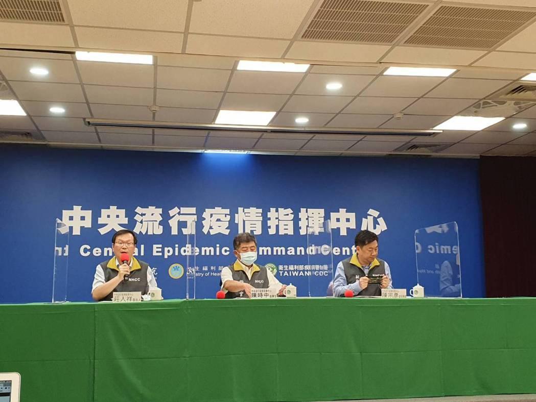 中央流行疫情指揮中心9月2日14:00記者會出席名單由左到右發言人莊人祥、指揮官...