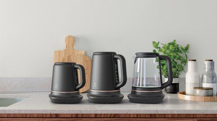 伊萊克斯主廚系列Explore 7智能溫控壺系列,擁有3種不同尺寸、材質的款式,...