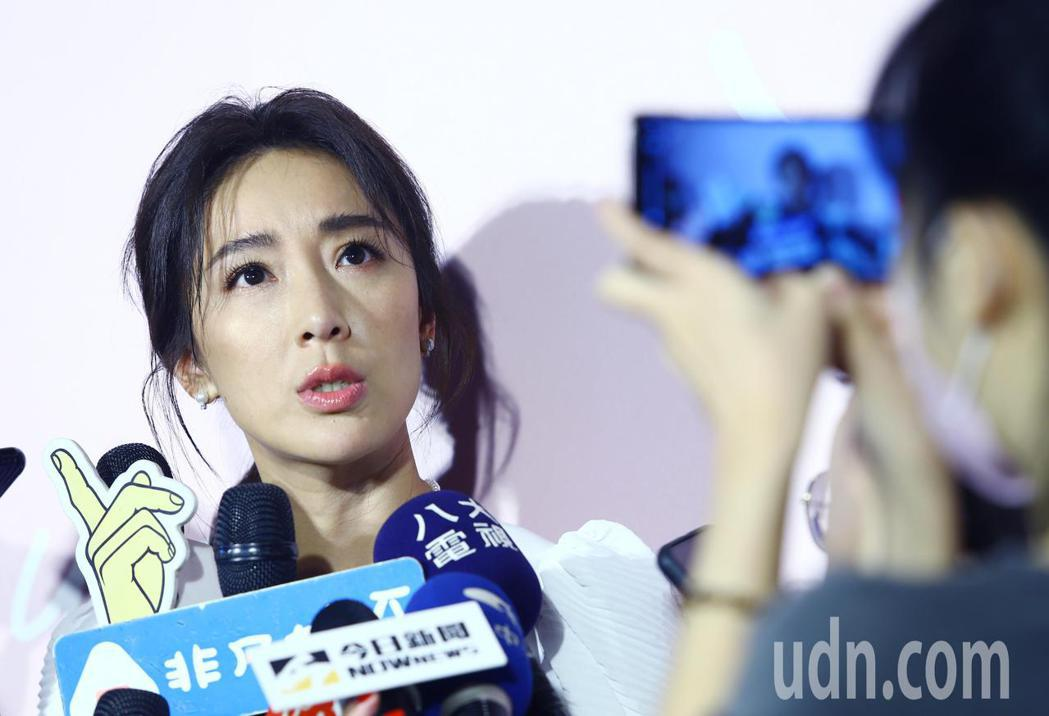 藝人隋棠(左)在記者會上大談媽媽經,分享她的人生經驗。記者杜建重/攝影