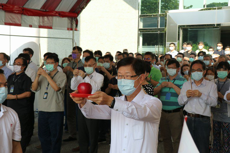 鴻海今(2)日舉行中元普渡,由董事長劉揚偉親自主持。  圖/鴻海提供