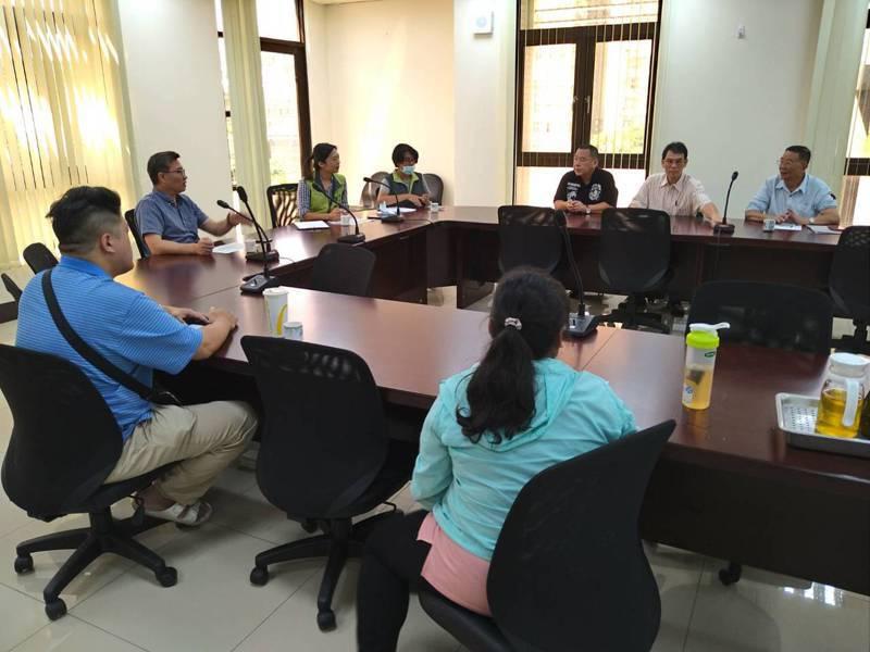新北市議員鄭宇恩今與台灣自來水公司第一區管理處召開協調會。記者吳亮賢/攝影