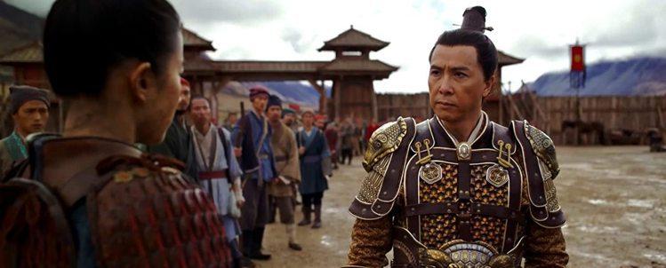 甄子丹在「花木蘭」中扮演董將軍。圖/摘自YouTube