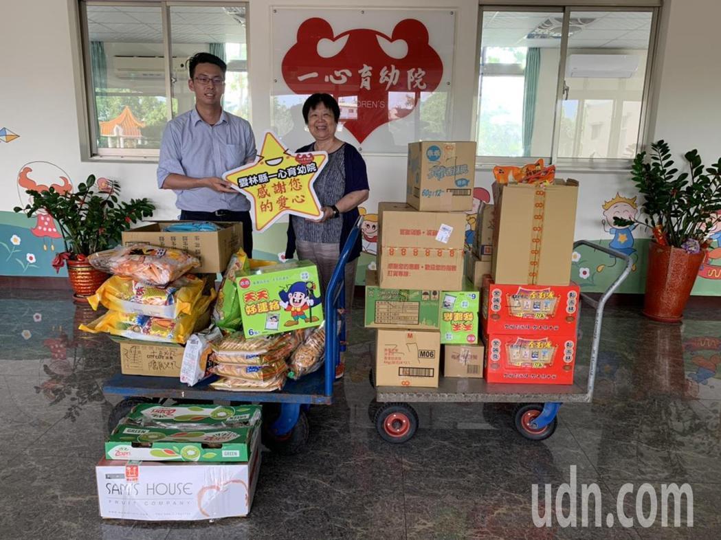 麥寮六輕今天在中元普度祭祀活動後,將愛心食物包親送至育幼院及社福團體等單位。記者...