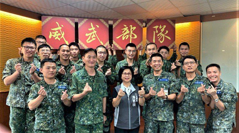 立委湯蕙禎參訪陸軍206、269旅 ,肯定國軍訓練精實與用心官兵生活照顧。圖/湯蕙禎服務處提供