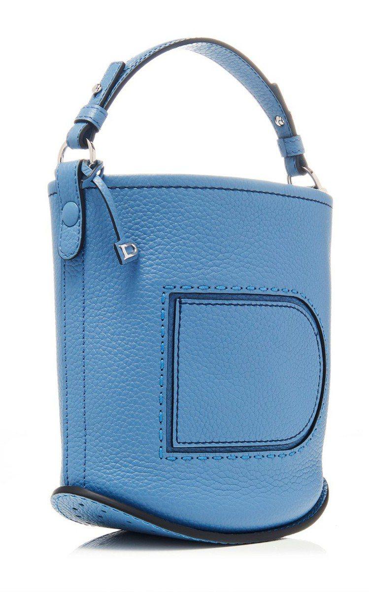 DELVAUX Pin丹寧藍迷你水桶包,67,300元。圖/DELVAUX提供
